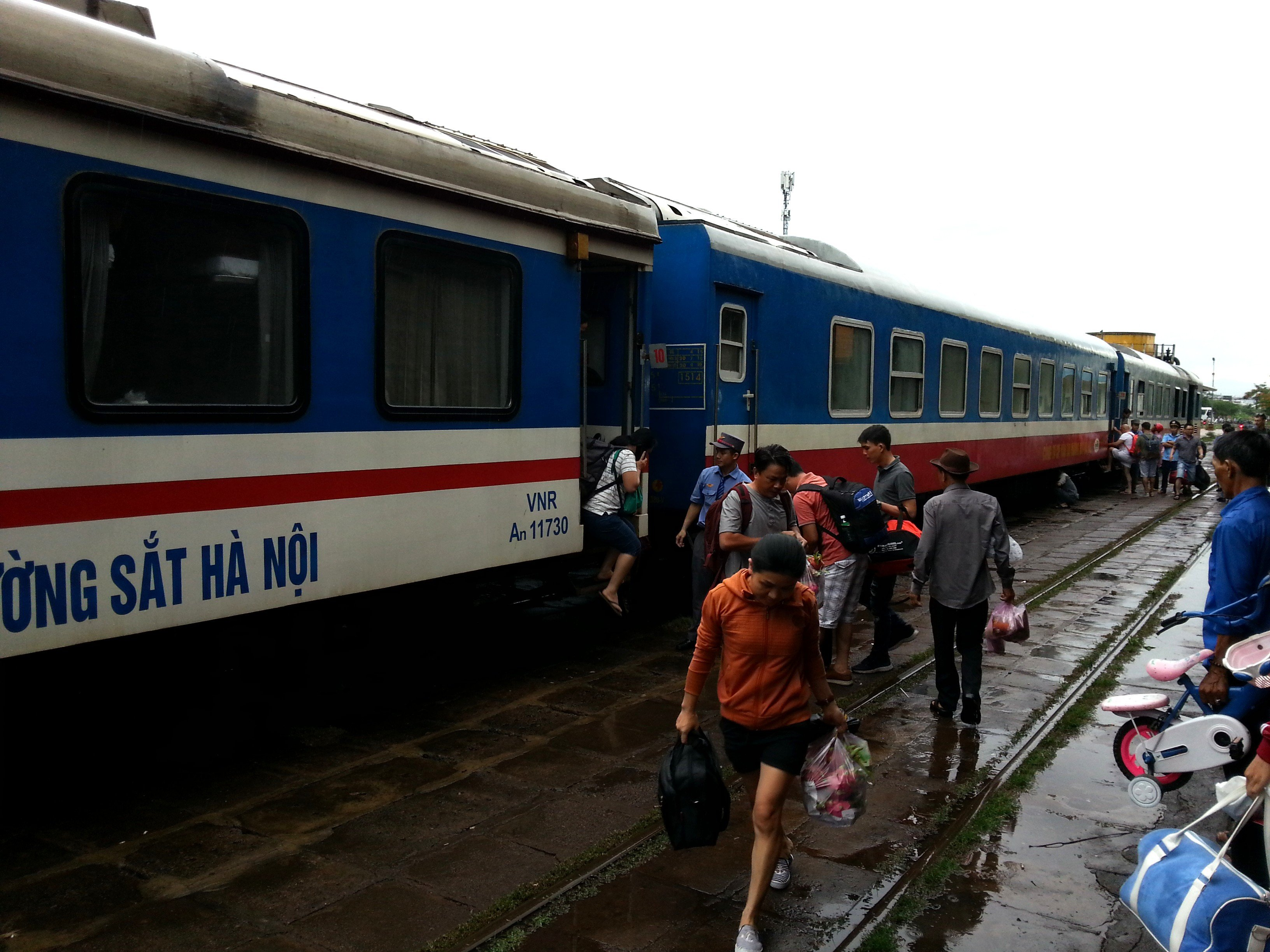 Train #SE6 at Nha Trang Station